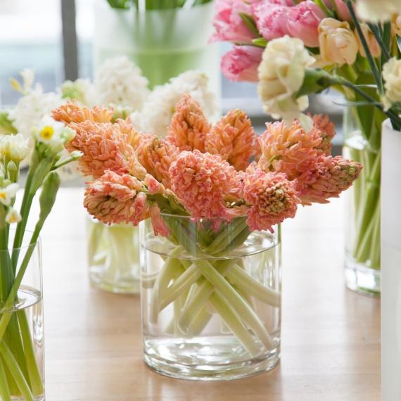 behind-the-scenes-flower-arrangement-7669-d111053_sq