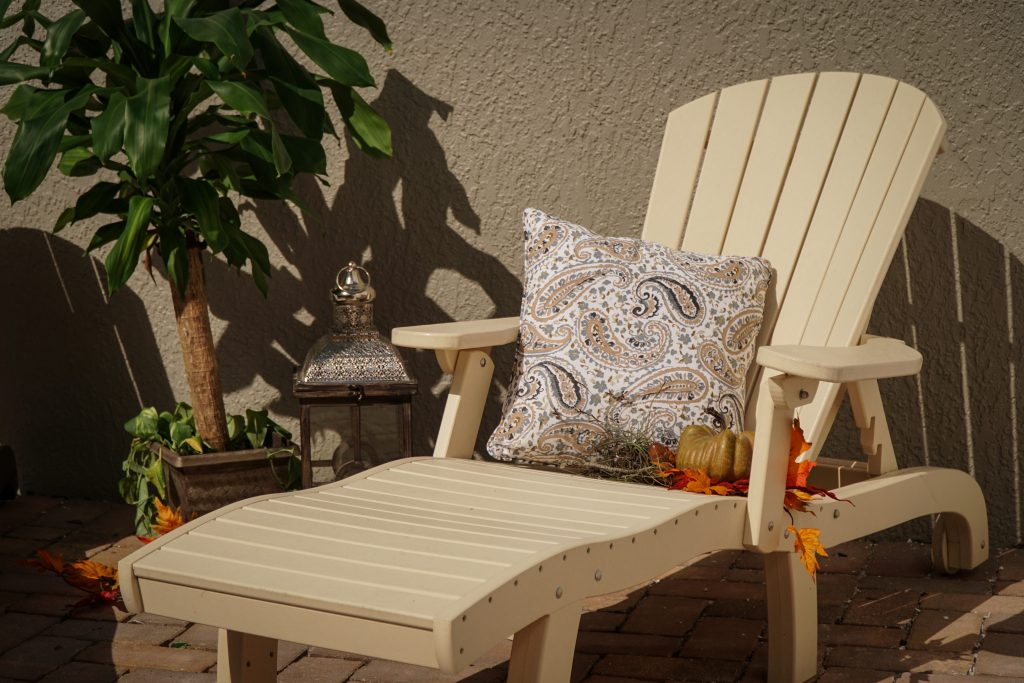 Amish Finch SeaAira Poly Lounge Chair