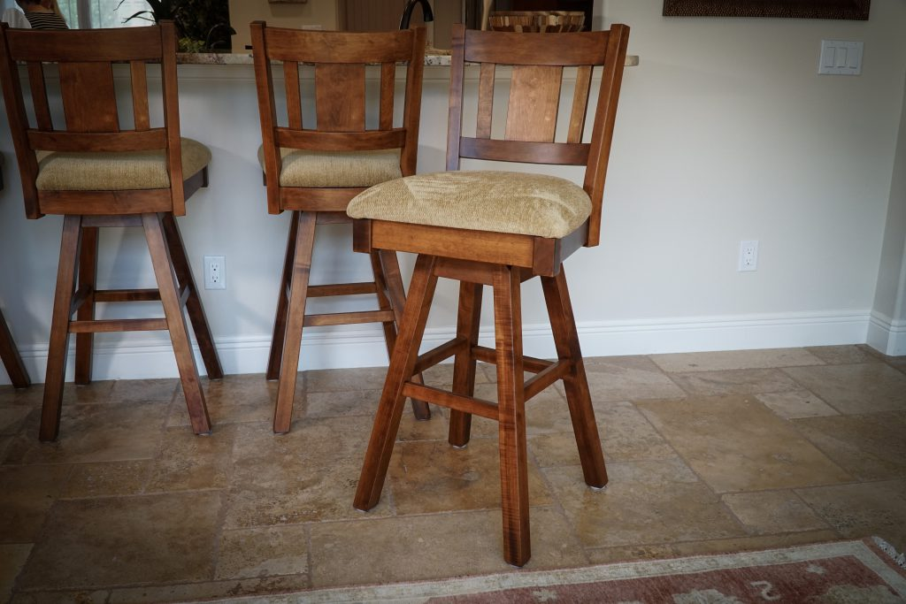 Amish Benito Swivel Barstool