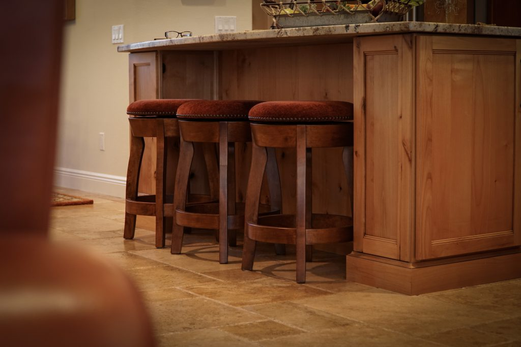 Amish Dillon Swivel Barstool