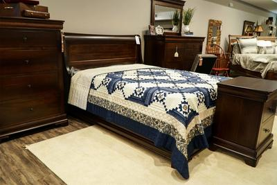 Amish Versailles Sleigh Bed