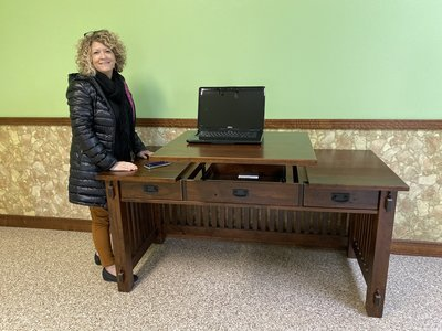 DutchCrafters Vice President Linse Miller visits Forks Valley Woodworking