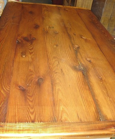 Knots on dining table