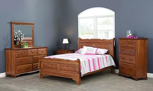 Berkshire Colonial American Bedroom Suite in Oak